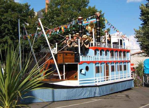 Tandem Show Boat